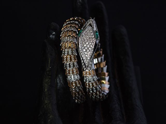 Did you get a chance to stop in our store to see this work of art? If not, then here are some pictures! This two tone, diamond, and emerald one of a kind piece is out of this world! The amount of detail is astonishing!! Would you wear this?? Happy Friday, everyone!! - - - #lakecharles #diamonds #emerald #september #jewelry #finejewelry #birthstone #whitegold #rosegold #snake #custom #snakebracelet #diamondbracelet #fancy #oneofakind #customjewelry #galla #ball #balljewelry