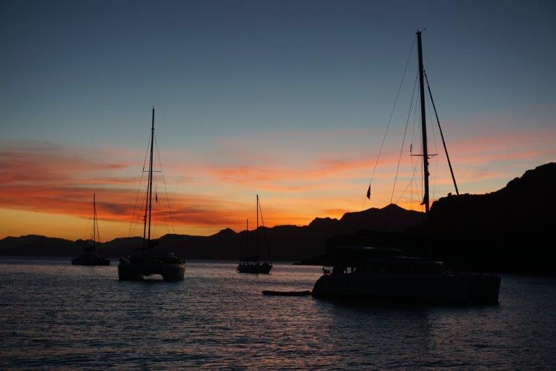 Amazing sunsets, good dinner, good company, good sailing, hmmm….can we stay for a while?