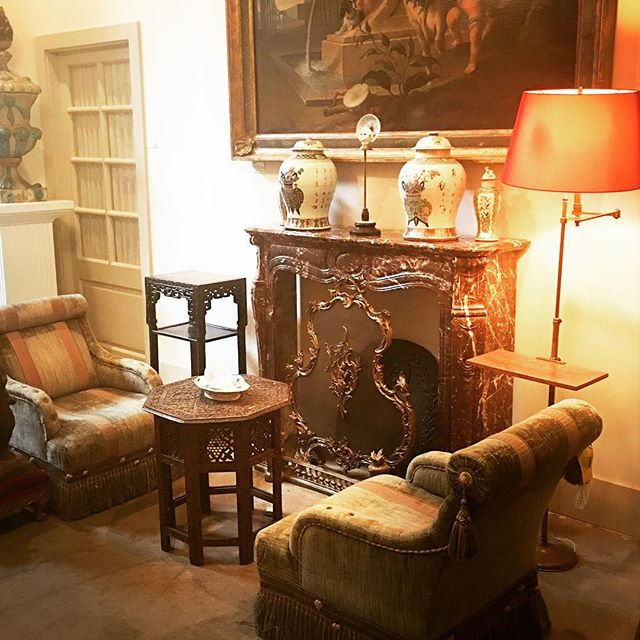 Feeling Atmospheric ✨✨✨ It may be ridiculously 🔥🌞🔥outside, but Fall and Winter Rooms are on the horizon. #classicFrenchwithadashofmodern #buytolast please visit us @embreeandlake for treasures that have stood the test of time. New pieces online at Embree&Lake.com and our shop @1stdibs