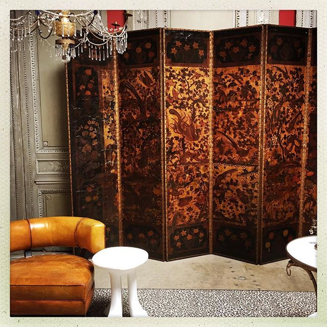 "SCREEN GEM 💎🌟💎🌟💎🌟 Golden screen idols of birds and flowers star on the surface of this leather and gilded, painted #QueenAnne screen. A TRUE gem, capable of playing a leading role in any interior. Also able to deliver a winning performance as the sultry, quiet one against the wall.  96""h x 126""w ( collective measurements of all 6 panels) x 1""d (per flat panel) . #MovieStarGoodLooks"