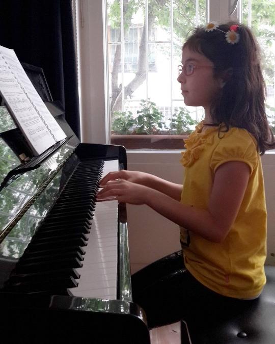 Sabrı, öğrenme aşkı ve piyano tutkusuyla yetişkin öğrencilere taş çıkartacak noktadaki Masal Çetin (7)