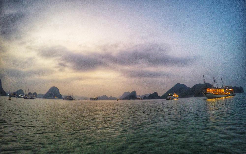 2015-vietnam-halong-bay-01.jpg