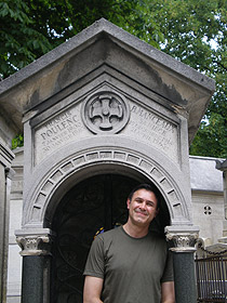 David Conte at the grave of Francis Poulenc Pere lachaise cemetery, 2007