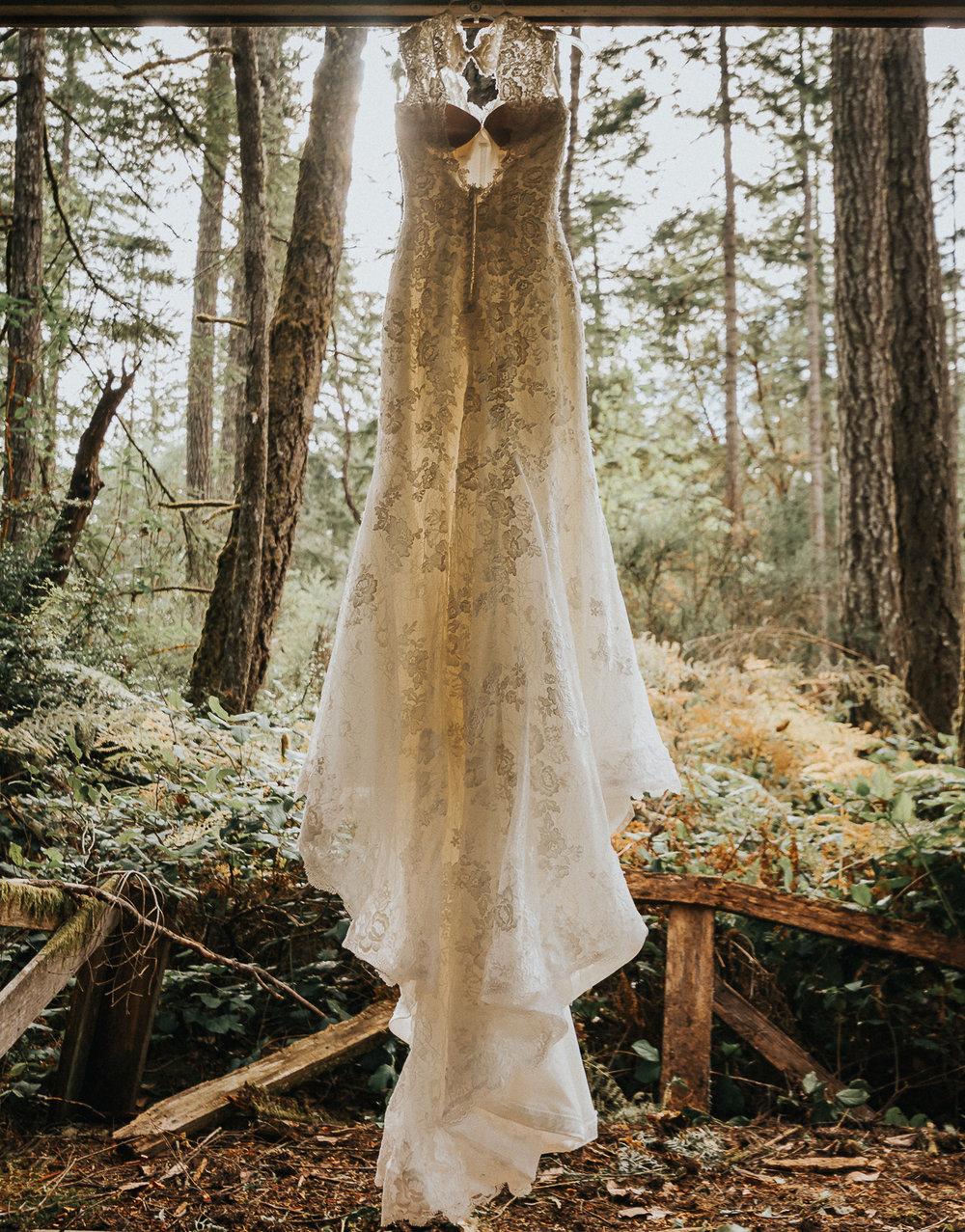 2cedarsphoto-rustic-forest-wedding-dress.jpg