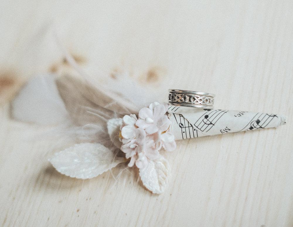 2cedarsphoto-vintage-style-boutonniere-groom-ring-.jpg