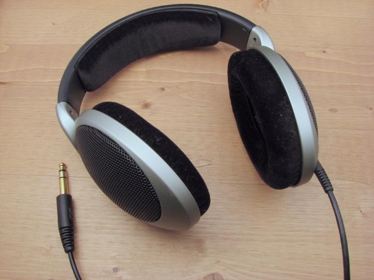 Headphones-Sennheiser-HD555 (1).jpg