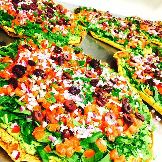 #PizzaParty 💓🍕💓 The highest quality pizza in town😍🙏🏼 #Organic #glutenfree #RawVeganPizza #pizzalover #Radiantfood 💕💓💕💓