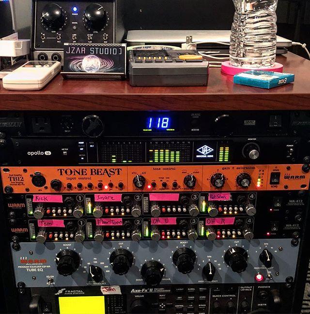 Tracking @alexanderloverichmusic 📷: @steve_koz #recordingstudio #mixingandmastering #mastering #mix #tchadblake #andrewscheps #rickrubin #jerrygarcia #walkingdead