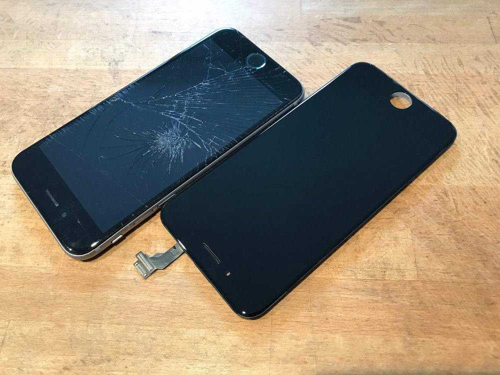 fake iPhone screen vs original quality parts comparison by San Diego Mac Repair