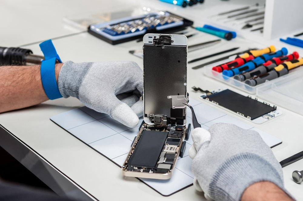 how to choose an iPhone repair shop in La Jolla - tips for choosing an apple certified iPhone screen repair lcd repair water damage - San Diego Mac repair since 2009. fix cracked glass water damag