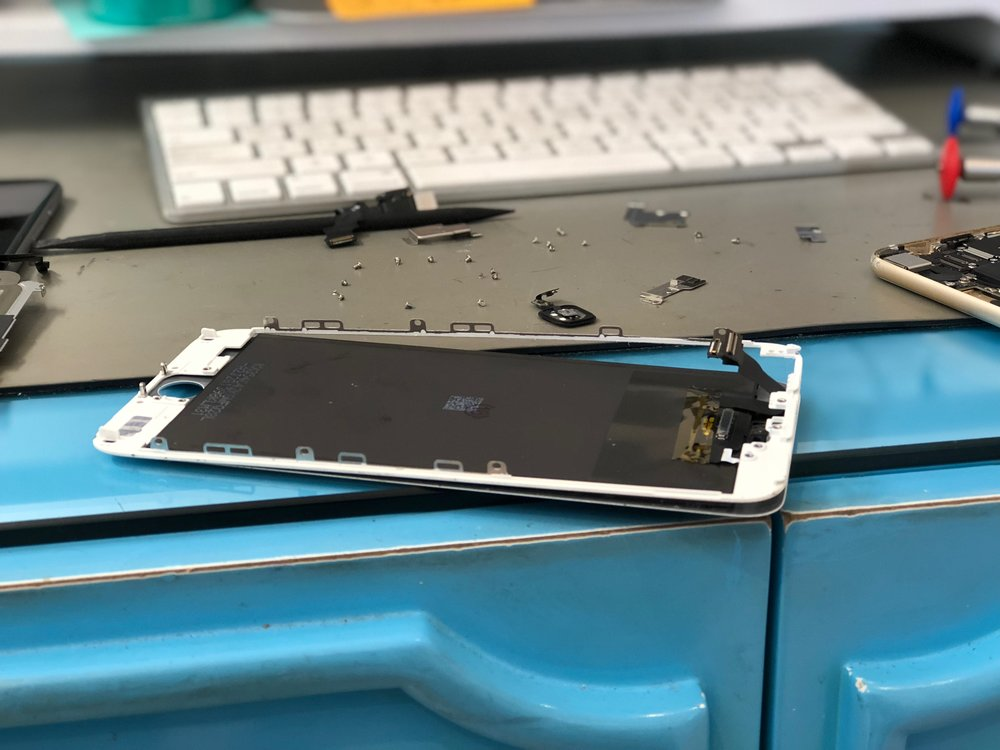 iphone repair - San Diego mac repair apple certified mac technician - repairs in La Jolla San Diego - iphone cracked screen repair - lcd repair - digitizer screen repair