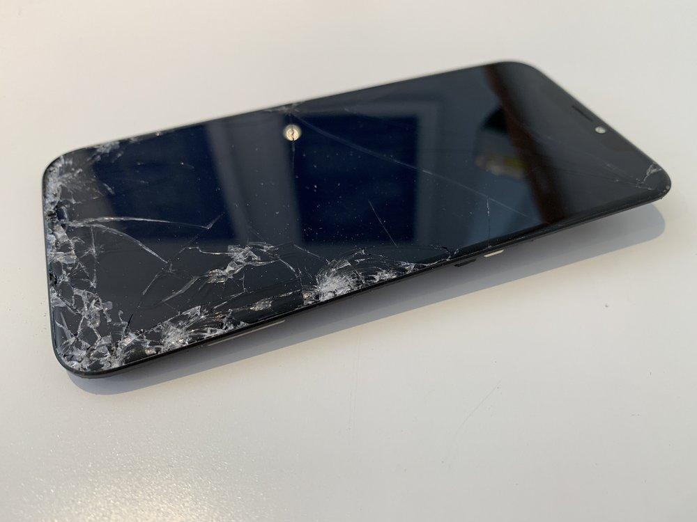 broken glass of iPhone x repaired by San Diego Mac Repair in La Jolla