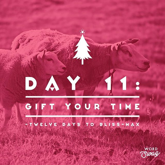 • Day 11 • 12 DAYS TO BLISS-MAX 🎄🕊🌟 TODAY: Give the Gift of Time. If you've got a spare moment, couple of minutes or an hour, find a way to offer love with your time. 💫 Help someone with last minute Xmas prep. 💫 Offer to bring your sick loved one soup (thanks for the offer ma & pa 😍). 💫 Make a call or send a message to someone who would appreciate your love this time of year (remember Xmas time isn't necessarily a fun & happy time for everyone). 💫 If you're not up to going out (like me - still under the weather) maybe send some good thoughts, conjure up some love & gratitude, and maybe send some reiki to someone who could use it. 😘  DAILY: Breath, Grounding & Gratitude.  #12days2blissmax  #yegyoga #mindful #challenge #gratitude #thegiftoftime #presence #presents