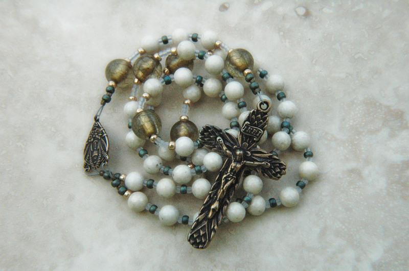 RosaryBench_strung_Christusvitae.jpg