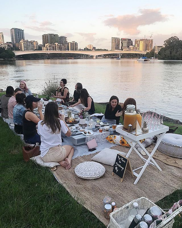 It's not often we get up before 5am, but if there's a picnic breakfast by the river to be had and gorgeous boss babes to be met, we'll be there! Thank you to @thepicnicco_brisbane and @canvastco for putting on this amazing morning of networking and croissants 💕🥐 #bossbabes