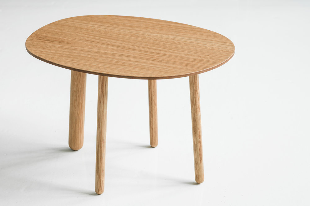 Morris coffee table model 2 in oak
