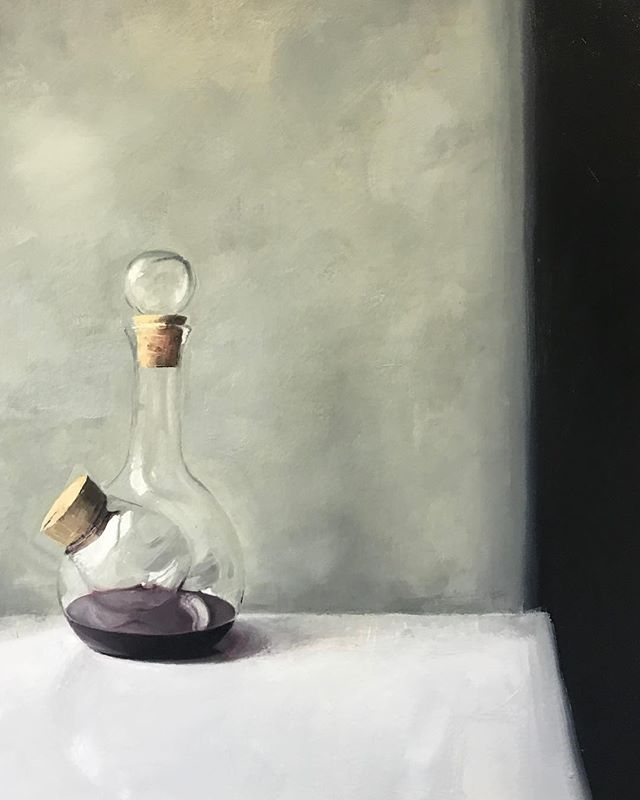 Decanter - oil on panel, 2018, if you guess the size you can have it... #art #artist #stilllife #oilpainting #painting #winedecanter #piccini 🍷#enjoy #shadows