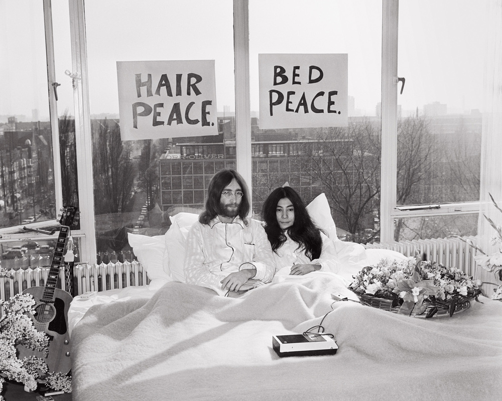 M16_SA_Lennon-Ono-Hilton-1969.jpg