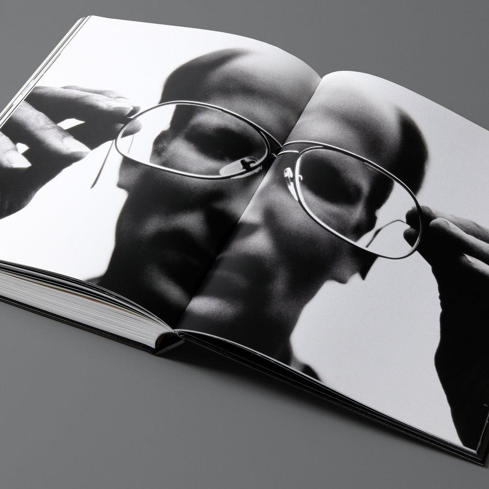 mendo-books-Sportret-studio-01-17-van-18-2000x2000-c-default.jpg
