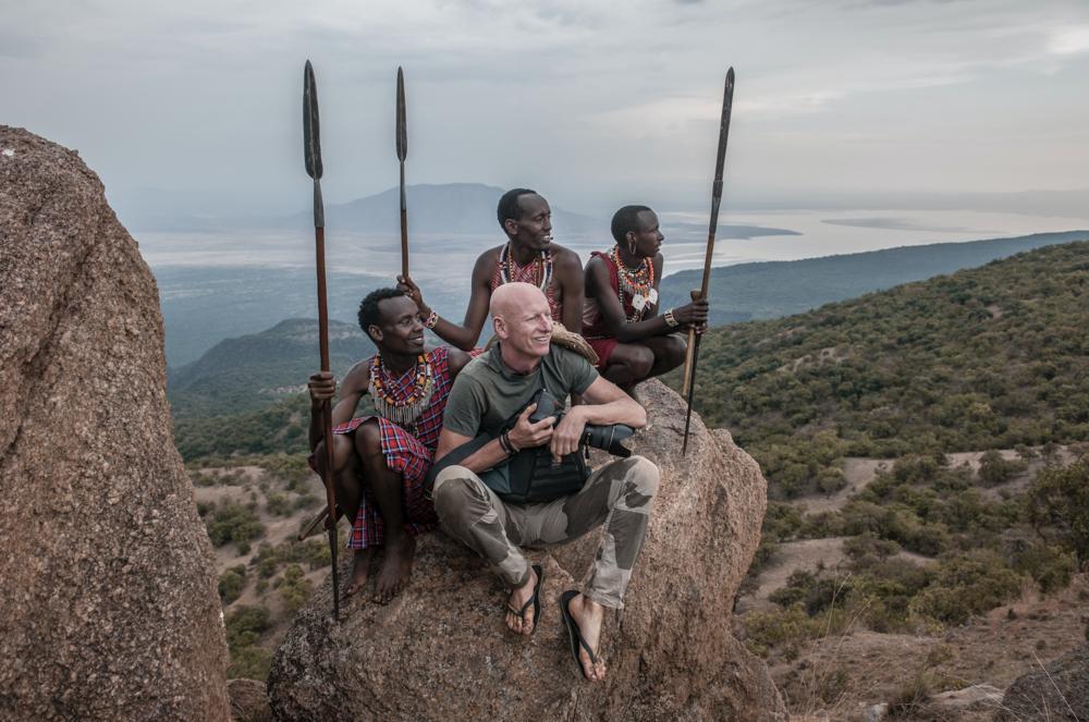 Jimmy Nelson met Maasai in Kenia Afrika.png