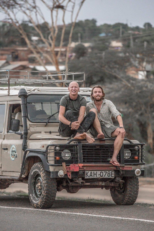 CT Jimmy Nelson en Charles Witlox in Kenia Afrika Charlie's Travels.jpg