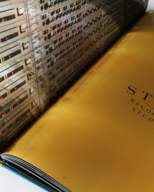 01mendo-book-life-is-crazy-studio-03-500x625-c-default.jpg