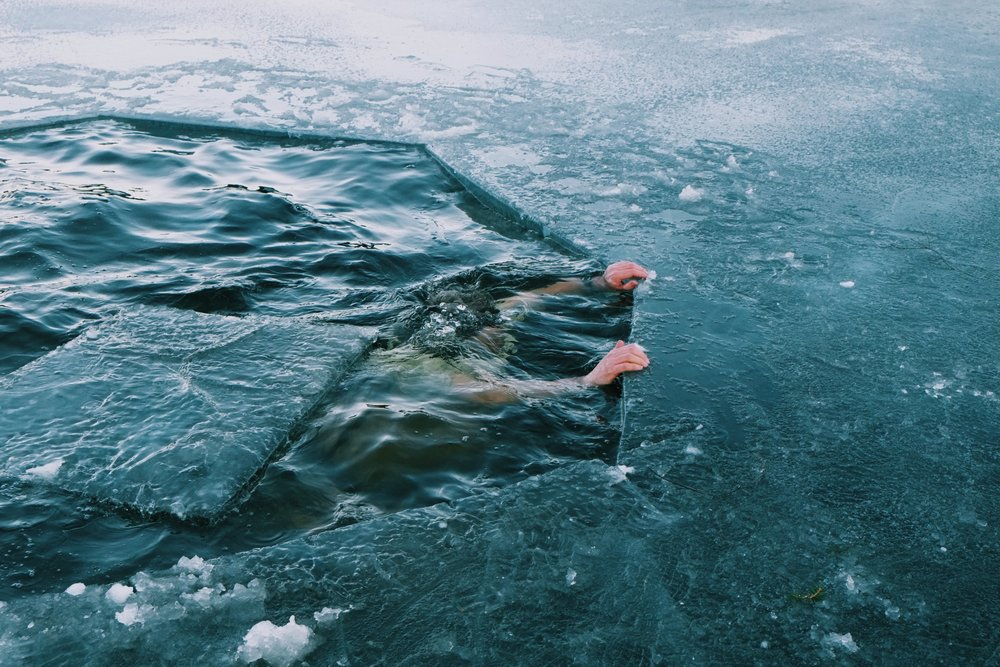 Cryonist Trygve dives in an ice lake above Oslo.jpeg