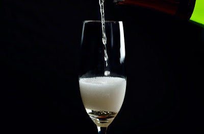 bottle-champagne-pouring_web_DSC5893.jpg