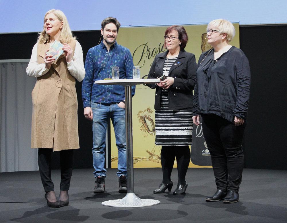 Kansallisruokaraatilaiset Seija Kurunmäki, Henri Alén, Anni-Mari Syväniemi ja Johanna Mäkelä hetki ennen kansallisruoan julkistamista.
