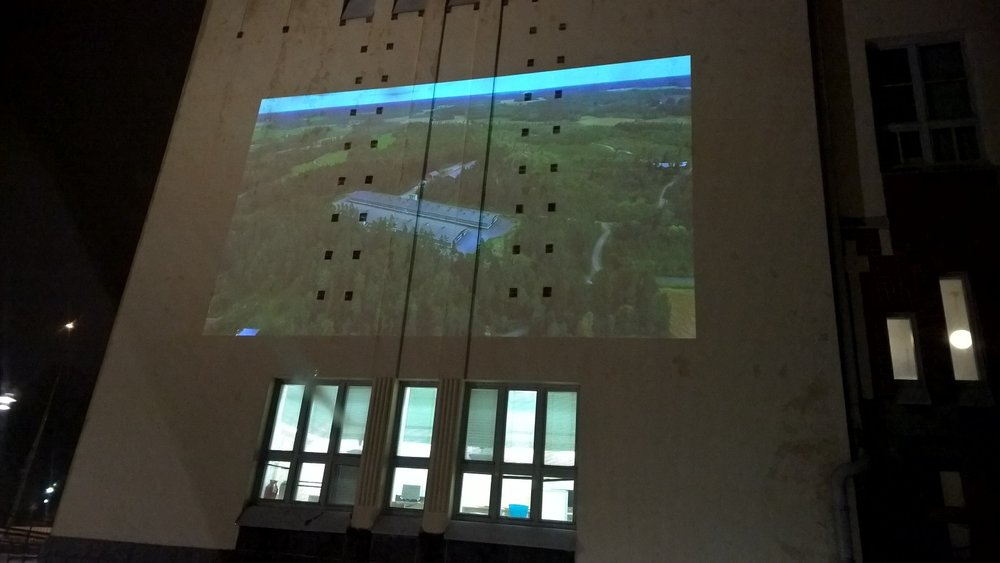 Viime viikolla 5.5-teos heijastettiin Joensuussa Tyttölyseon seinälle