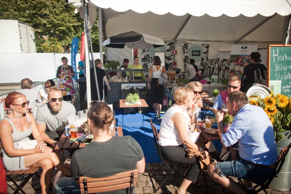 Lähiruoka ja kotimainen olut yhdistyvät kun Herkkujen Suomessa ja Syystoberissa syödään yhdessä