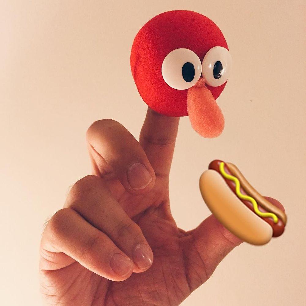 HOTDOGS! #puppet  http://ift.tt/1LLMuHR