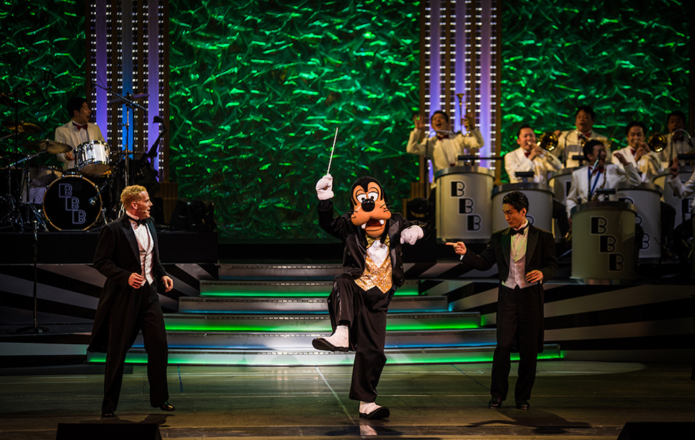 Goofy on stage during  Big Band Beat . Photo by     Tom Bricker   at   Disney Tourist Blog.