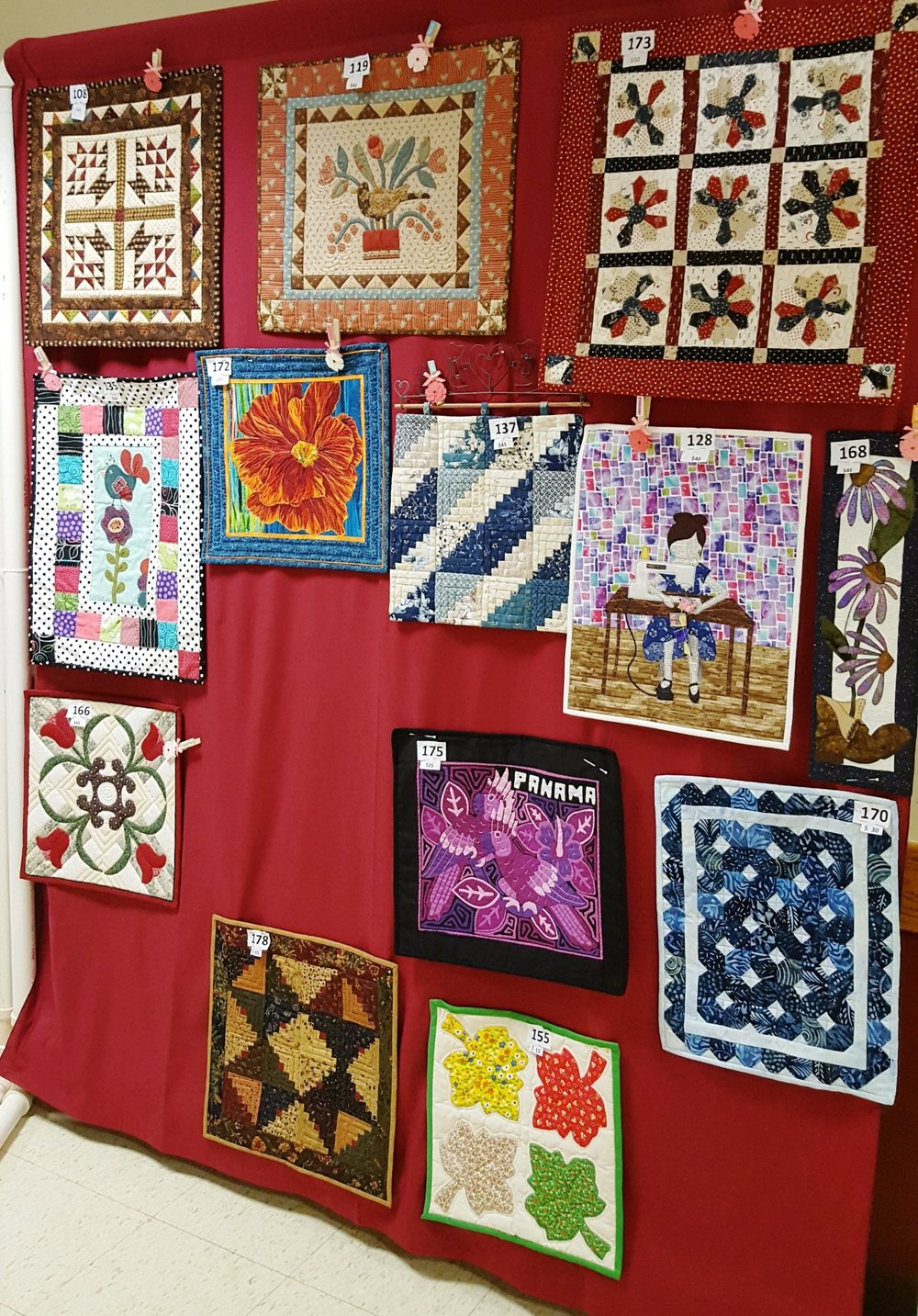 small quilts at the quilt show3.jpg