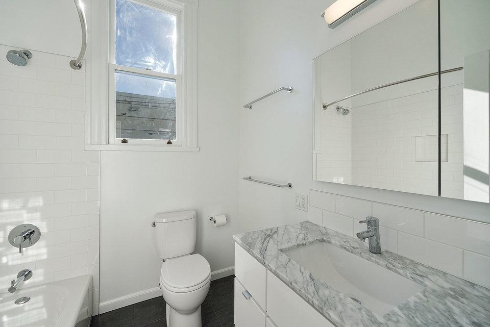 1911 1:2 bathroom.jpg