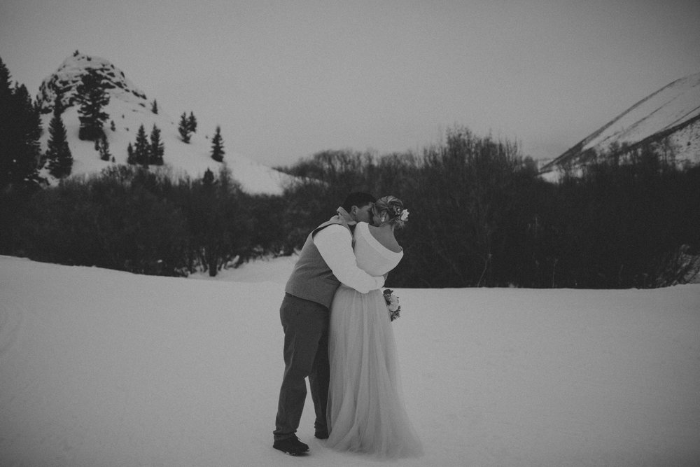 H_J_SunValley_winter_wedding-16.jpg