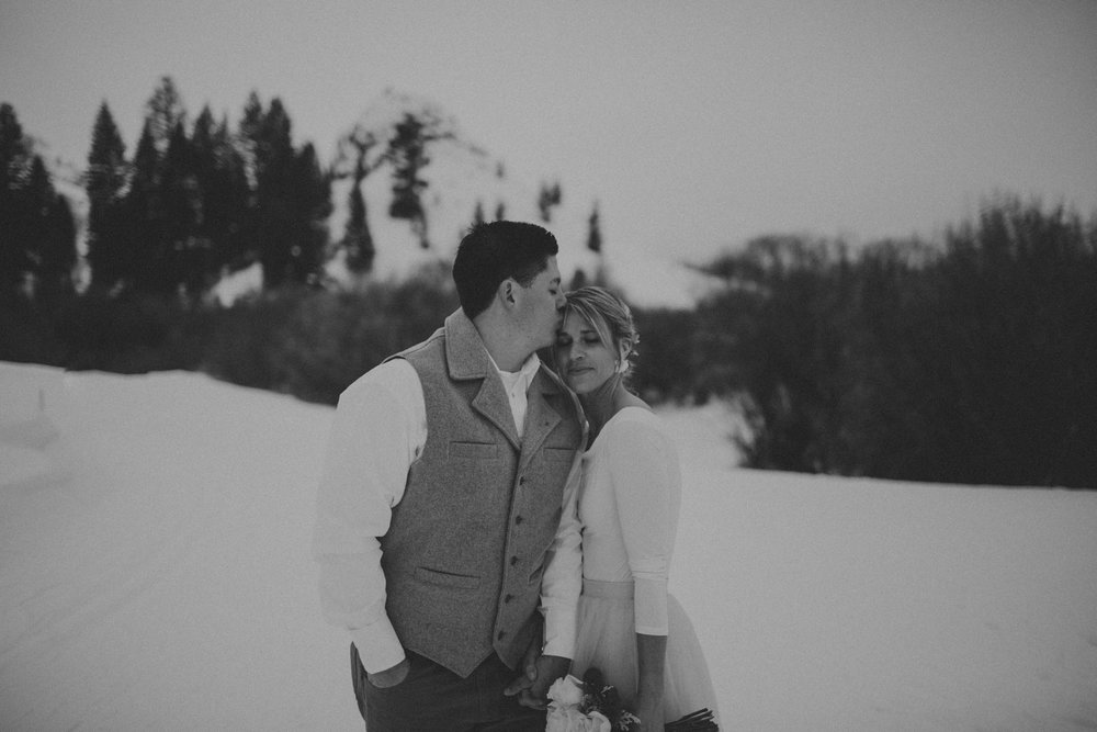 H_J_SunValley_winter_wedding-22.jpg