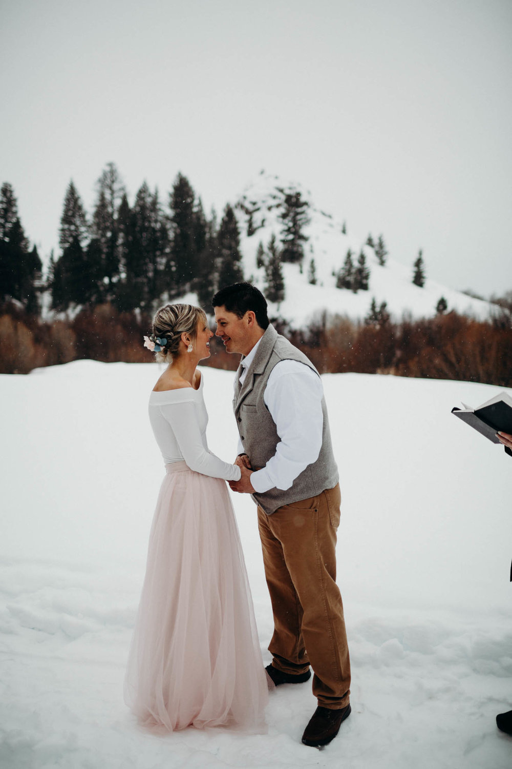 H_J_SunValley_winter_wedding-54.jpg
