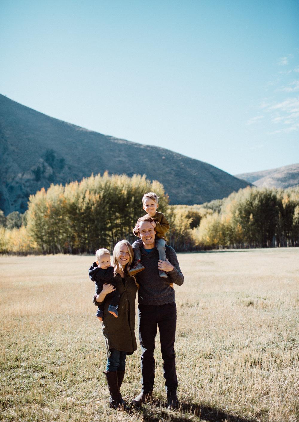 walkerfamily-Sunvalleyfallfamilyphotos-3.jpg