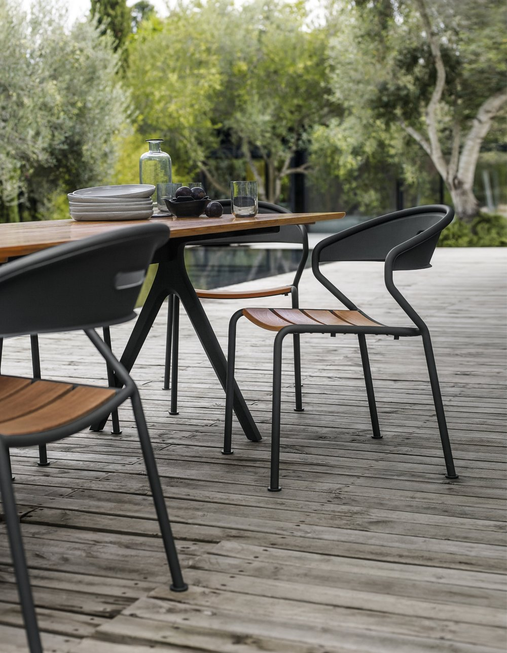 Gloster Split Table + Gloster Curve Chair