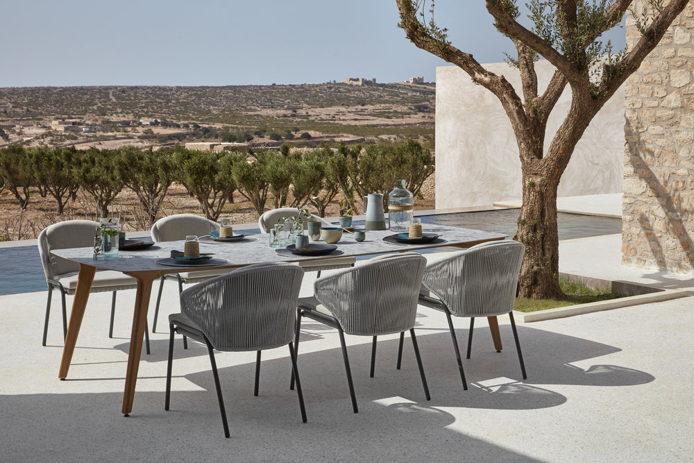Manutti Radius Chairs + Torsa Table