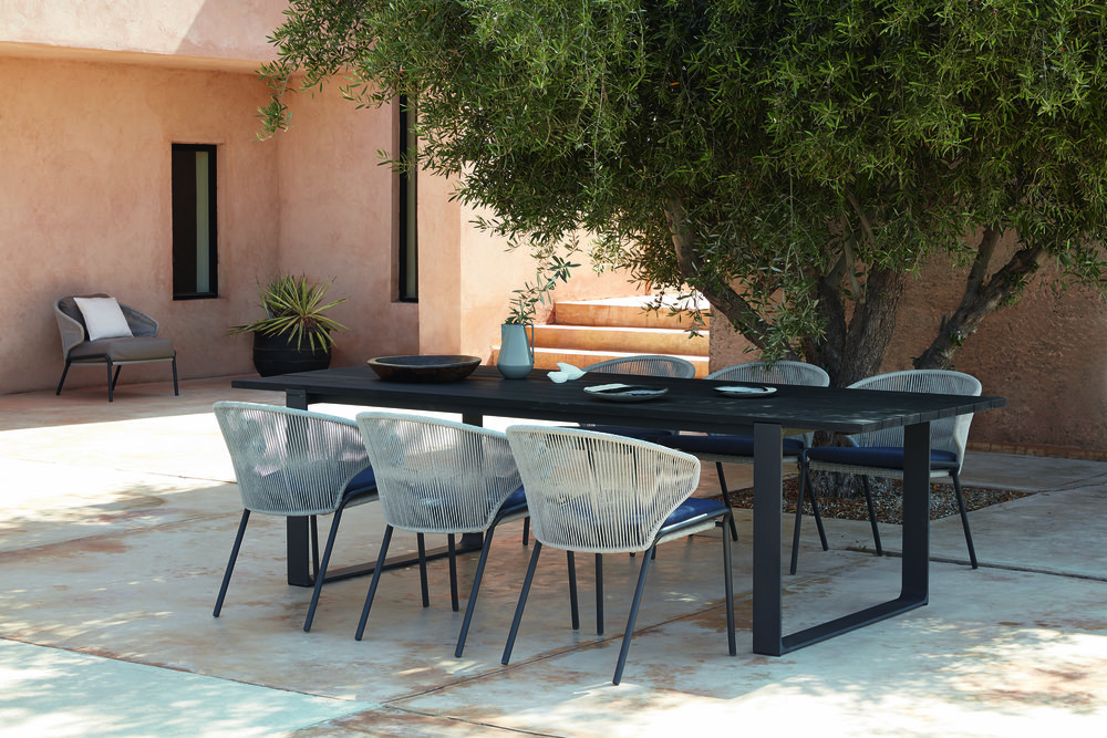 Manutti Fuse Table + Radius Chairs