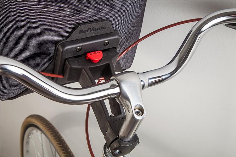 Anclaje a bici - Klickfix®, es un sistema que facilita el montaje y desmontaje del bolso de manera fácil, ágil y simple. Especialmente diseñado para ser colocado sobre el manubrio de la bicicleta.