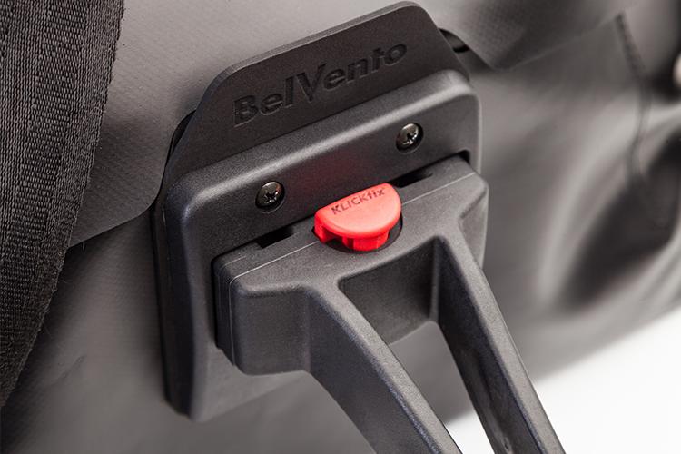 Anclaje a bici - Klickfix®, es un sistema que facilita el montaje y desmontaje del bolso de manera fácil, ágil y simple. Especialmente diseñado para ser colocado sobre el manubrio de la bicicleta en un solo click.