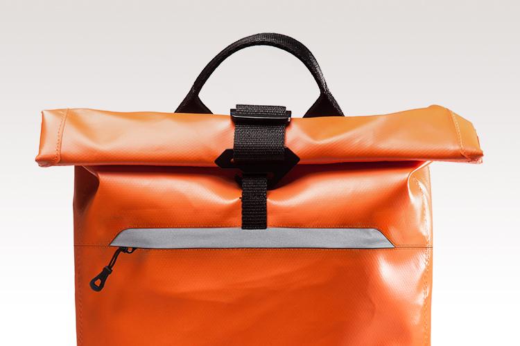Cierre - Sistema Roll Top™ que facilita el cierre de la mochila, garantiza la seguridad de su contenido y permite expandir el volumen de carga.