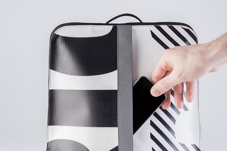 """Funciones - Bolsillo exterior de acceso rápido / Interior amplio, con espacio para notebooks de hasta 15"""" / Con vivo reflectivo para mejor visibilidad / Para cargas de hasta 5 Kilos."""