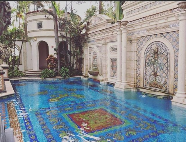 On location, easy to guess where .... #littleriostudios #miami #miamibeach #onlocation #photography #photoshoot #versace #versacemansion