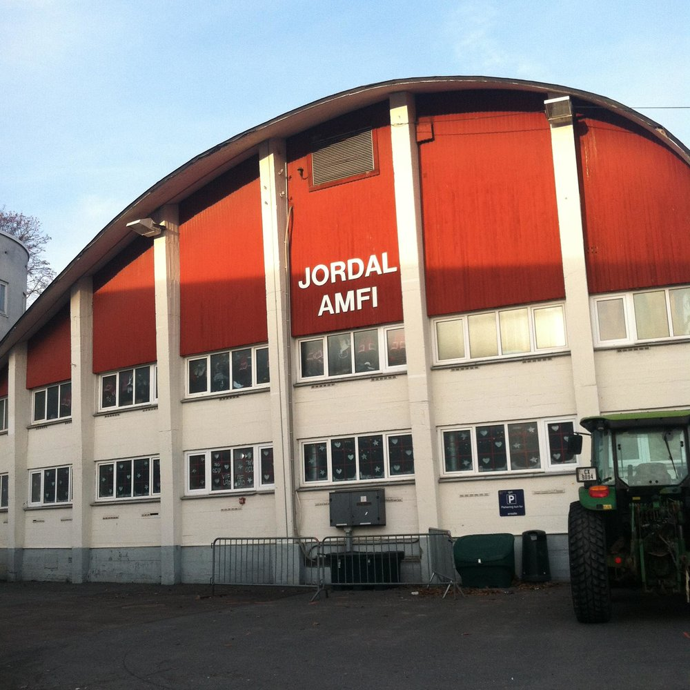 Captain Julian Kell and the ACHA D3 Select Team stopped by the Jordal Amfi arena in Oslo, Norway -- home to the Vålerenga Ishockey team in the GET-ligaen league, which frequently plays host to Norway's national hockey team.