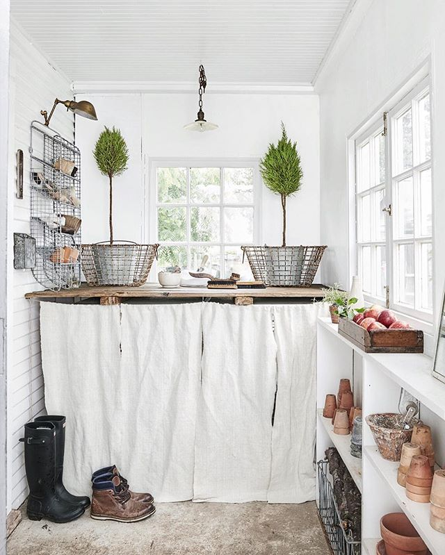 The crisp fall air is telling me it's time to bring in all my terra cotta babies from the garden & start moving inside for cozier times ahead. Fall is almost upon us my friends!! 🍃🍎🌾 This pic of our mudroom captured by the wonderful @victoriapearsonphotographer for @countrylivingmag October 2016, on newsstands now!