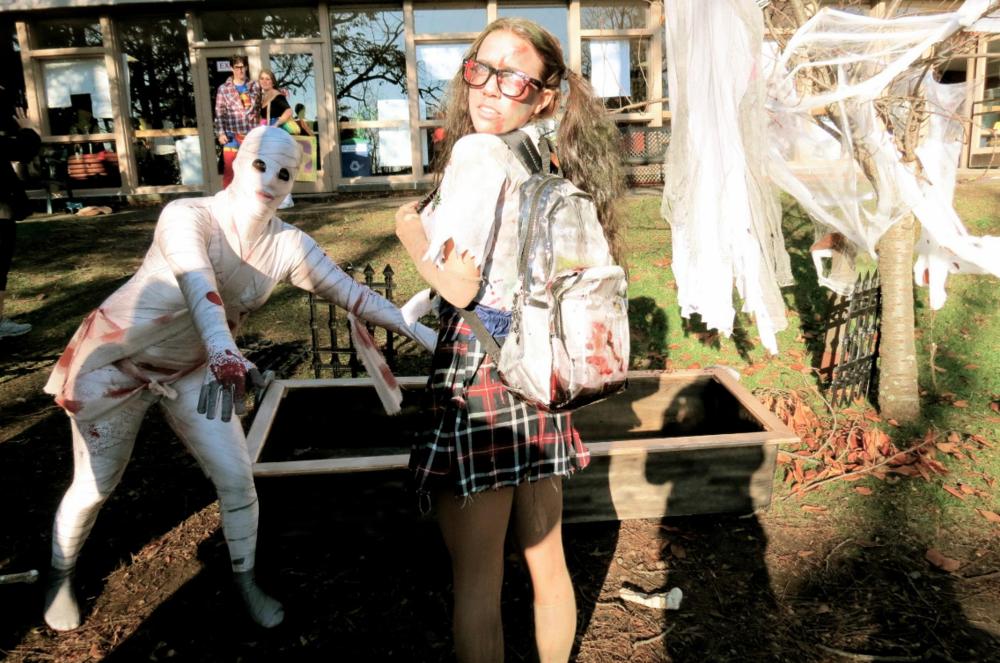 HALLOWEEN 2012 - Zombie School Girl
